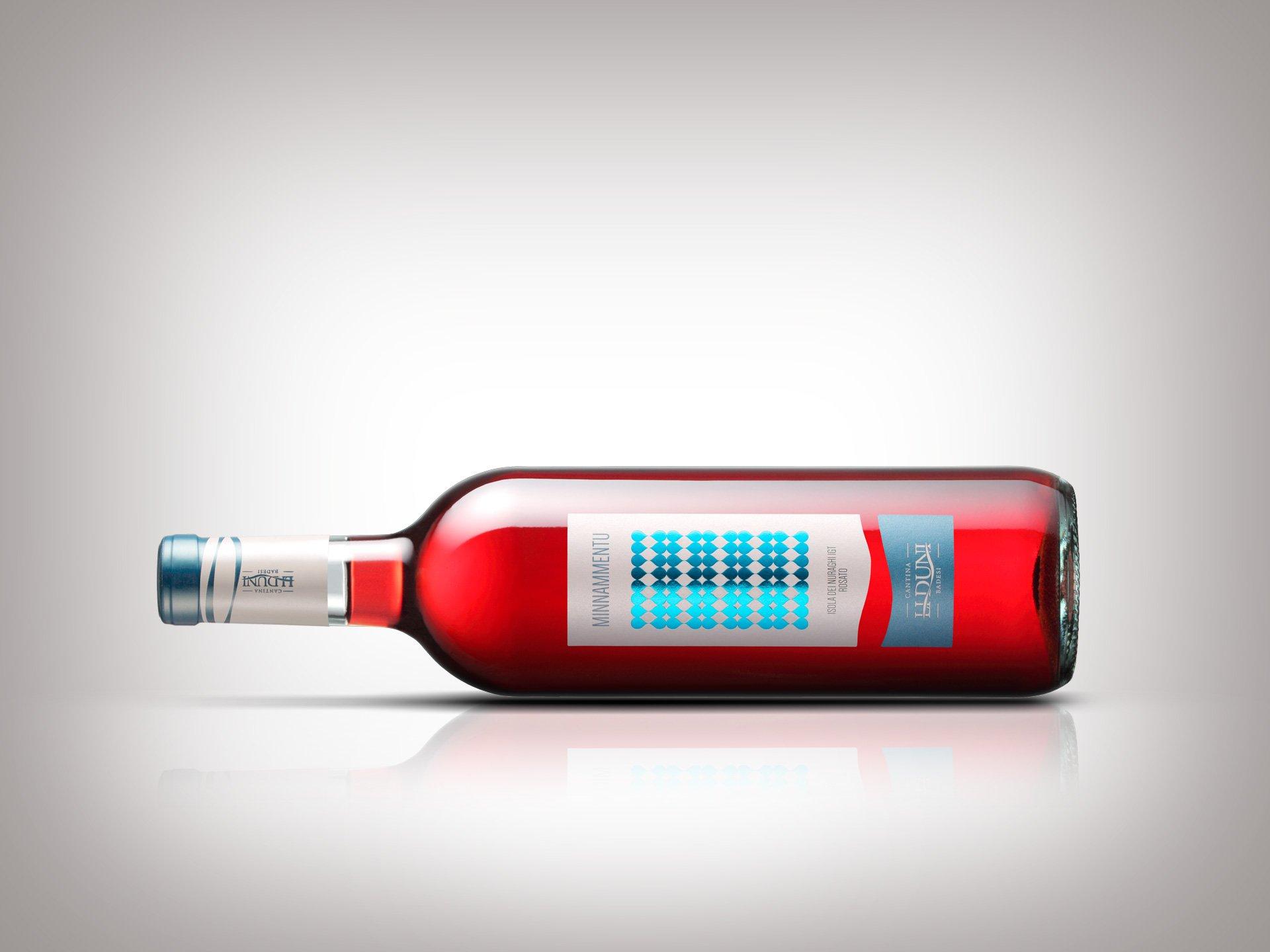 Design dell'etichetta del vino Minnammentu - Cantina Li Duni