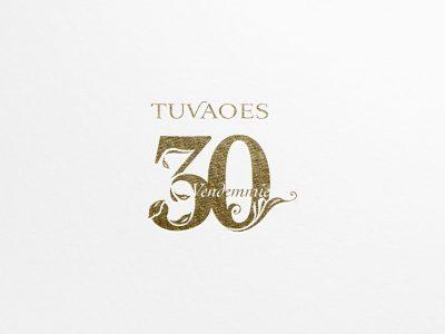 Studio e progettazione logo Tuvaoes 30 Vendemmie